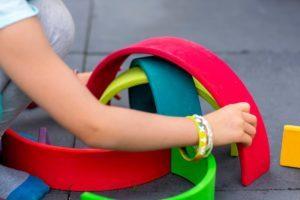 montessori-enfant-jouet